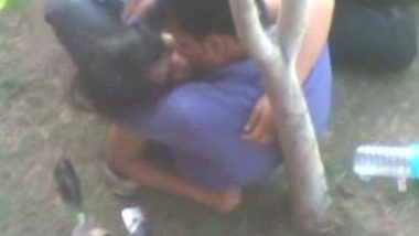Indian outdoor sex clip of desi college students caught by voyeur
