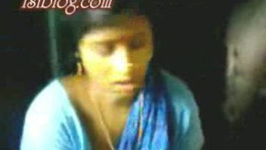 Hot Bengali lady Rina's curvy assets