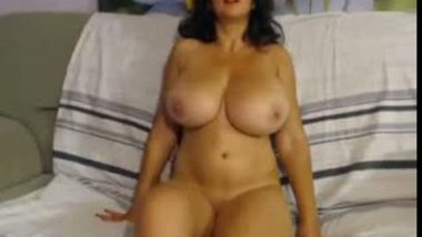 NRI bhabhi masturbation front of cam on demand