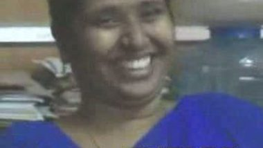 Tamil office aunty in blue sharee