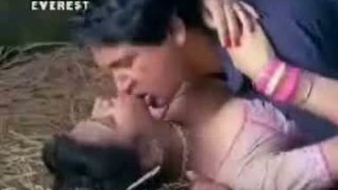 Anubhan Aroushing Hot Kiss – FSIBlog.com