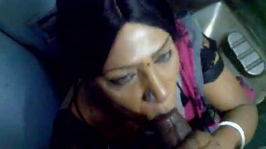 Indian mature aunty blowjob in train