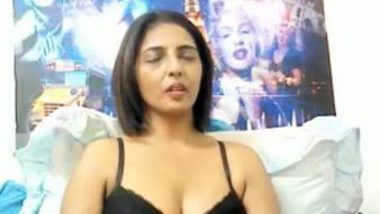Punjabi NRI aunty exposed her naked figure