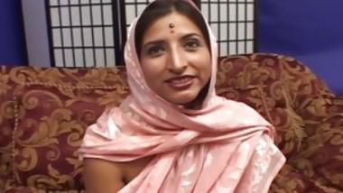 Cute Indian Girl Shilpa Waits For That Creamy Spunk