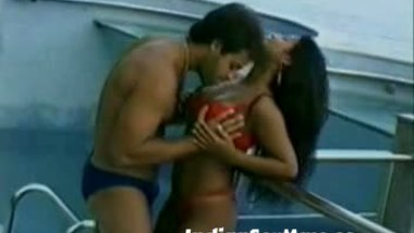 Gorgeous house wife desi video with lover