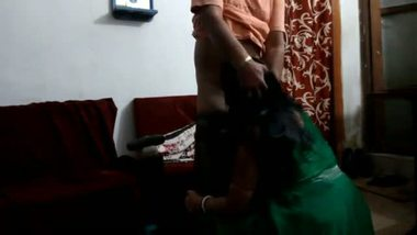 Desi bhabhi's hot blowjob session