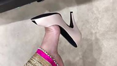 Desi MILFY sexy feet