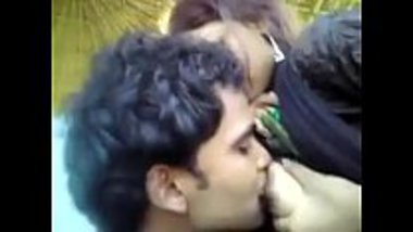 Outdoors boobs sucking session of a Muslim girl