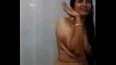 Leaked MMS of a Bhojpuri aunty bathing