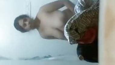 Indian Mom caught bathing