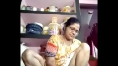 Sudha Aunty Showing Pussy While Cooking