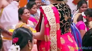 Hot Indian GIRL HOT Saree Showing Only For You Watch Now