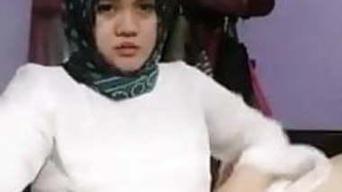 Beautiful BBW Hijab teen. 11 Minutes Below