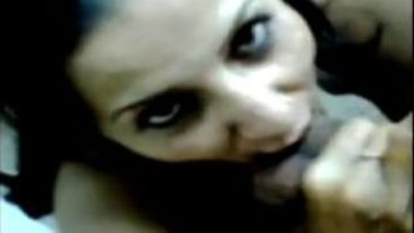 Sexy Pakistani Call Girl Sucking Customer's Dick