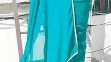 Rani kya mast gaand hai tera.... round soft gaand in saree