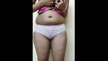 Today Exclusive-Desi Girl Showing her Big Boo...
