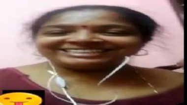 Tamil aunty showing nude body on video call