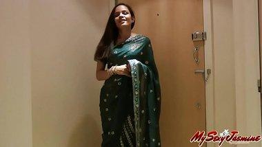 Pretty Girl Jasmine in Sari strips to show us