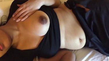 Indian Cute Saree Dubai Aunt Sucking And Shaking Dick 2 Videos HD Photos Part 1 - Wowmoyback