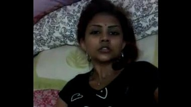 Tamil Girl Fingers in Pussy