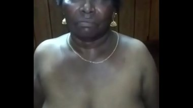 Desi mature aunty sucking her son friend dick
