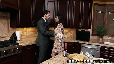 Brazzers - Shes Gonna Squirt - Breakfast Squirt Break scene starring India Summer and Manuel Ferrara