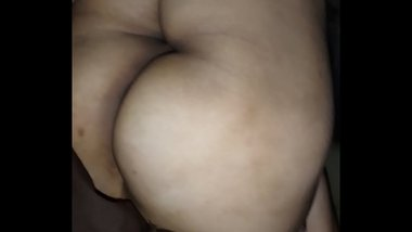 exhibitionist aunty sleeping with gaand visible