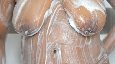 Sri Lankan sexy bath wet shirt | ඔෆිස් ඉදන් ඇවිත් ශර්ට් එක පිටින් නාන ශානි
