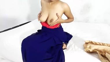 Hot indian bhabhi seducing in room