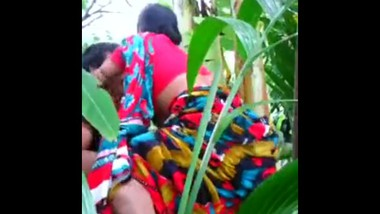 Indian Aunty Sex In a Field