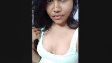 Beautiful Cute Indian Girl Small VideoClip