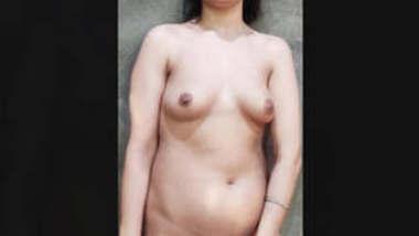 Beautiful Shaved Pussy Kashmiri Girl Part 1