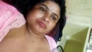 Telugu Bhabhi Showing Boobs