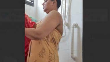 BBW Indian milf aunty bathing vdo