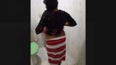 Hubby Trying To Record Bhabi While Bathing