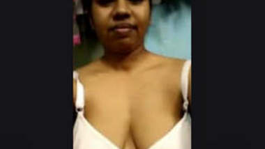 Boudi Showing her Nude Body Part 2