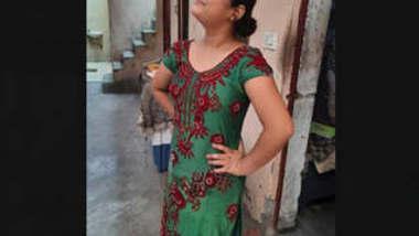 Cute Desi girl bathing vdo