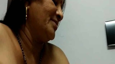 Cheating Indian mature aunty sex with her husband's friend