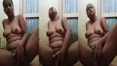 Horny Bengali bitch fingering her bald pussy on cam