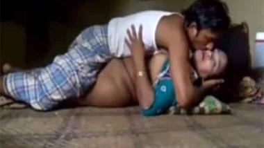 Desi guy fucking his wife homemade MMS video