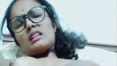 Hairy pooru Malayali nurse rubbing yoni video