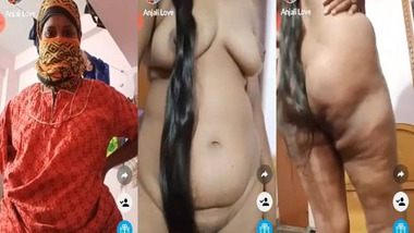 Long-haired Indian Bhabhi displays her nude body