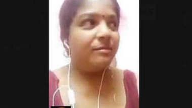 Mallu Bhabhi Showing Her boobs On Video Call