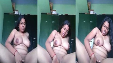 Hot Indian pussy fingering selfie MMS video