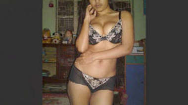 Sexy Bangladeshii girl Fingering Part 2