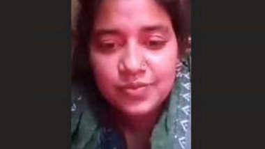 Sexy Bangladeshi Girl Showing Boobs
