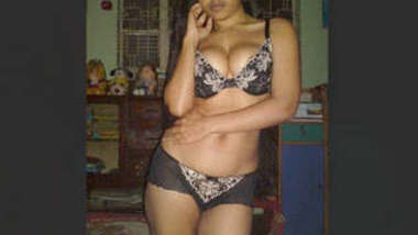 Sexy Kolkata Girl Showing Boobs and Pussy Part 1