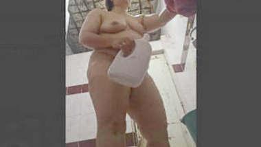 Desi Milf Spied While Bathing