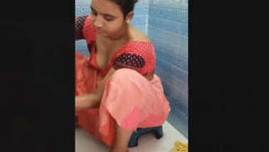 Bhabhi Ready For bathing