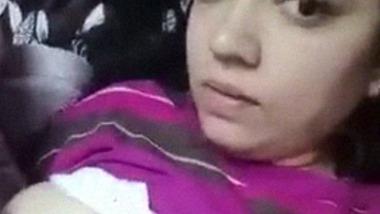 Indian teenage girl showing badi boobs